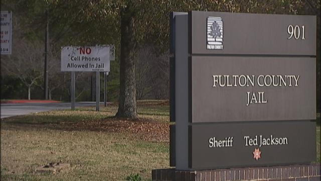 Inmate caught tweeting from Fulton County Jail | WSB-TV