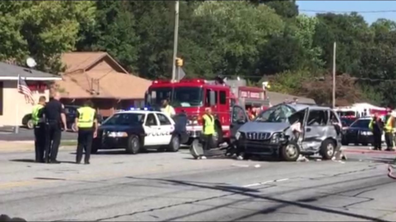 Three children injured in serious wreck on Windy Hill Road - WSBTV