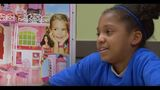 Girl gives gift to parents_8498706