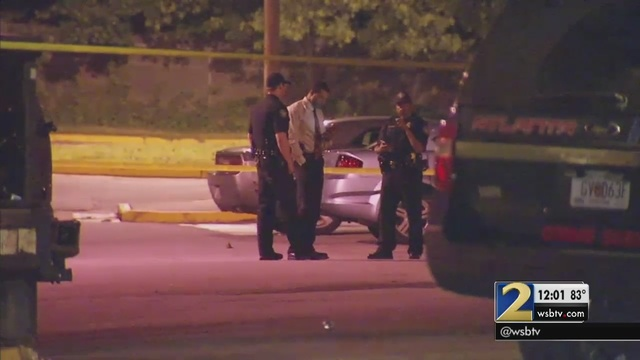 Police Investigate 2 Shootings At Apartment Complex Overnight Wsb Tv