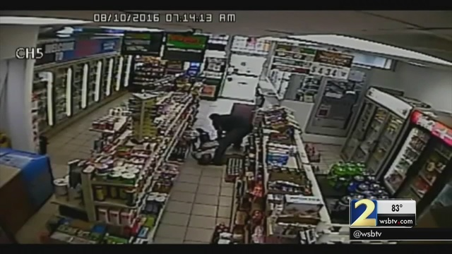 a91d0c2443f Atlanta store clerk put in choke hold during robbery | WSB-TV