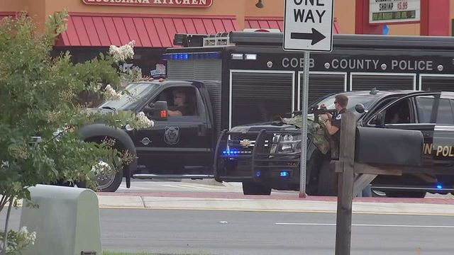 All hostages released from Cobb County bank; suspect still inside – WSB Atlanta