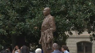 Gov. Nathan Deal unveils new Martin Luther King Jr. statue