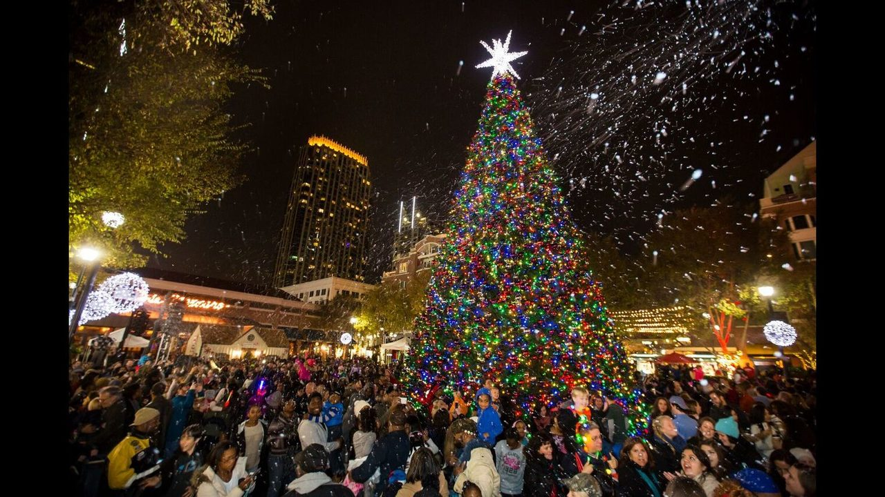 Photo atlanticstation.com & Free things to do this weekend: Macyu0027s Tree Lighting CeeLo Green ... azcodes.com