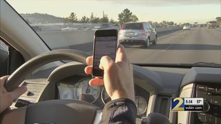 Smyrna councilmen hold forum to discuss law to ban cell phones while driving