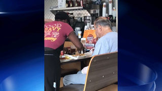 Restaurant employee helps injured veteran with his meal