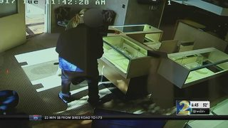 Police: Robbers used professional disguises to steal from jewelry store