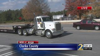 Truckers protest new rule requiring electronic logging devices in rigs