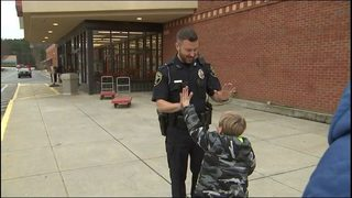 Officers spread holiday cheer by handing out $50 bills