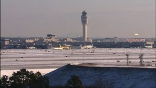 Snow causes hundreds of flight delays, cancellations at Atlanta airport