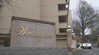 Dozens of renters left in cold in dispute between HOA, landlord