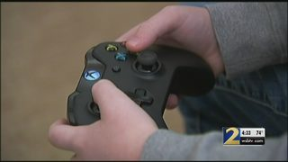 FBI warns parents of online predators contacting children through video games