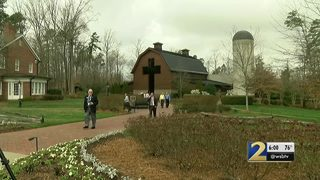 Followers mourn Billy Graham in his hometown of Charlotte