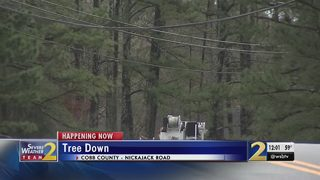 Fallen tree blocks roads, leaves hundreds without power in Cobb County