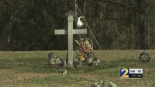 Woman says cemetery never marked her brother