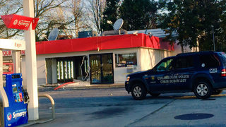 Thieves drive through convenience store to steal ATM