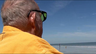 Man going blind sees beach for last time