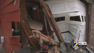 Police searching for 4 teens who ran after car crashed into home