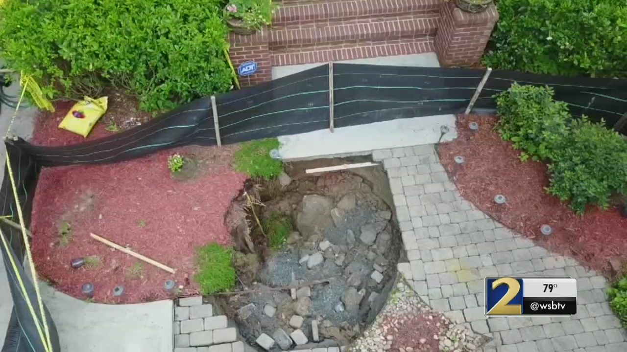 Homeowners on edge after sinkhole opens in Grant Park   WSB-TV