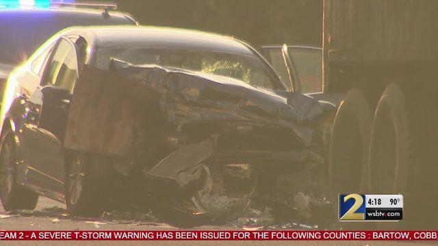 2 dead in crash involving car, tractor-trailer in North