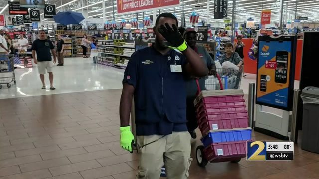 2 men posing as Walmart employees try to steal $3k worth of