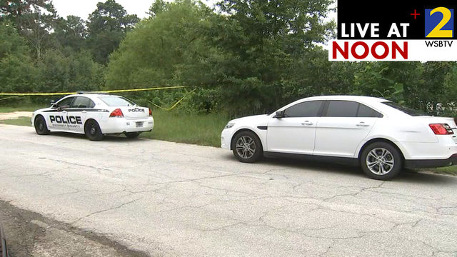 Investigators spend 2nd day searching lake where body found