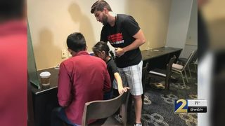 Two local men visit Phoenix to help migrant families at the border: