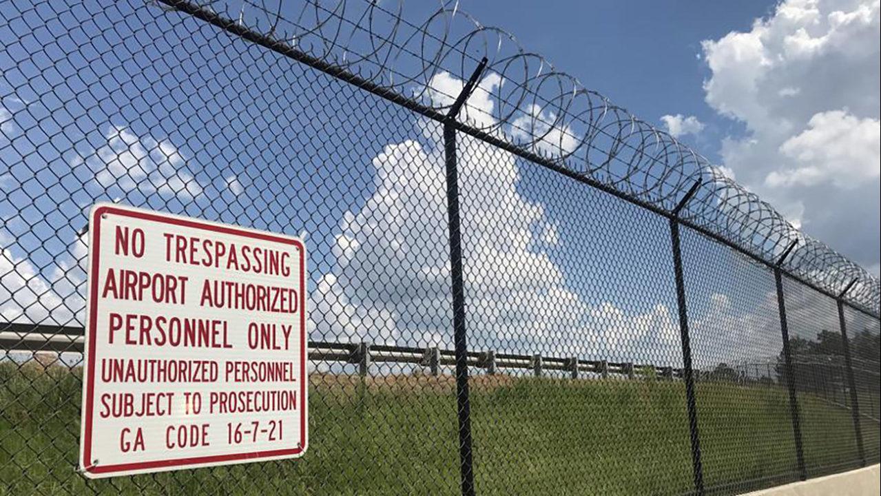 Atlanta airport adding razor wire to make perimeter fence \'more ...