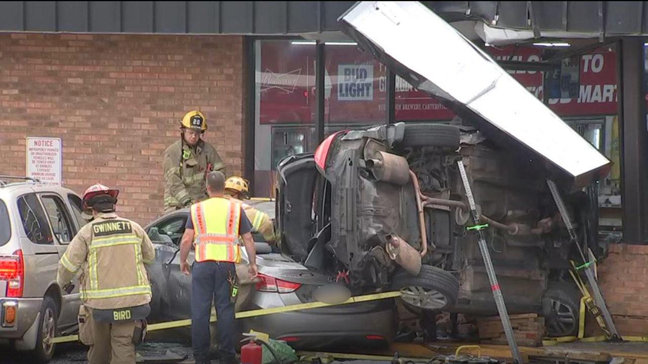 GWINNETT CAR CRASH: 1 dead after car crashes sideways in front of