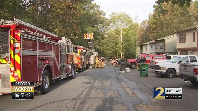 Woman dies in condo fire in Austell | WSB-TV