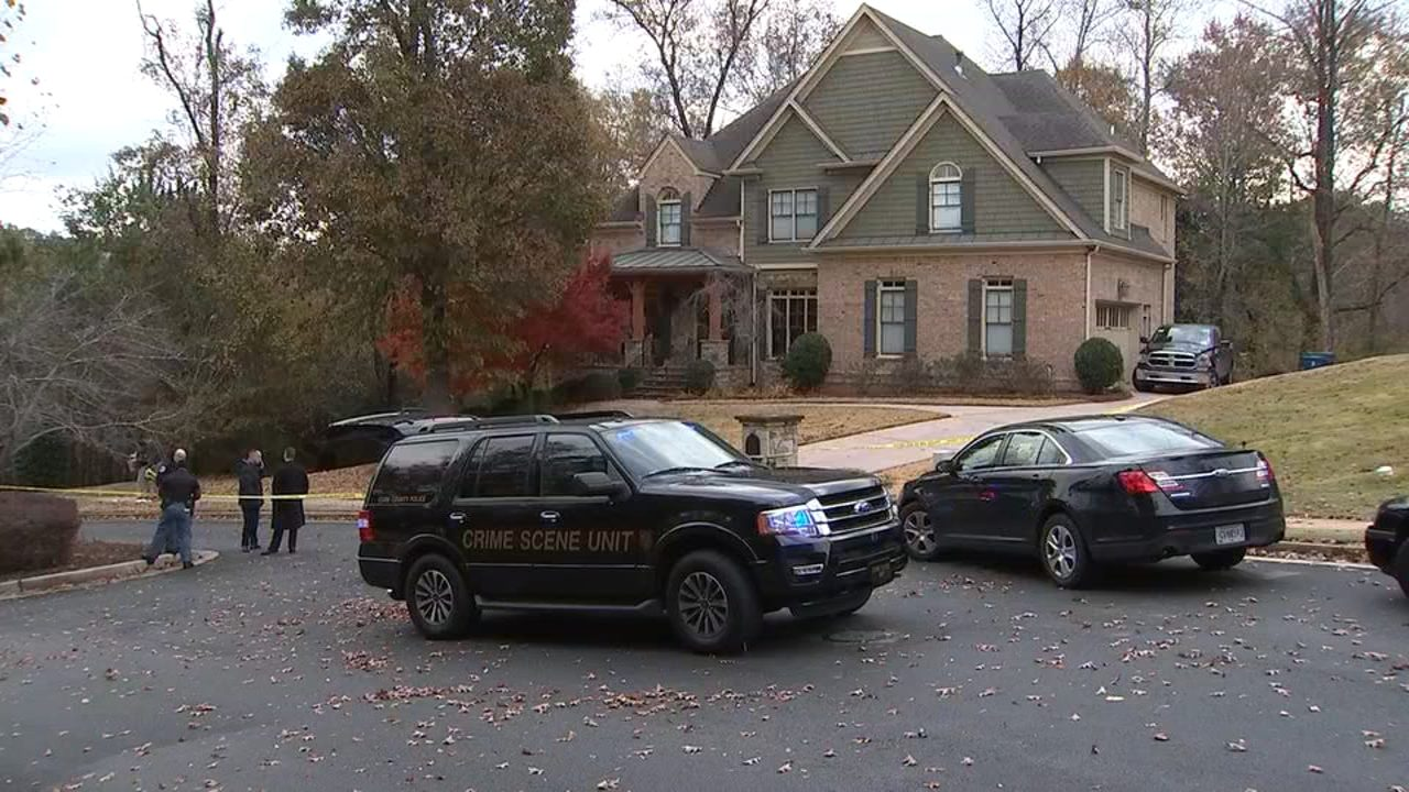 Homeowner shoots man he says was breaking into his car | WSB-TV