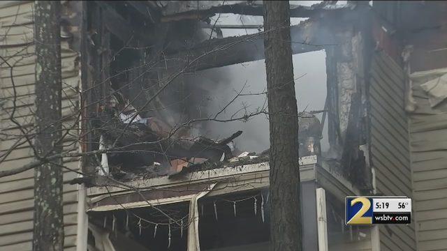 Christmas Tree Sparks Apartment Fire Neighbors Say Wsb Tv