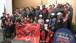 Georgia players spread holiday cheer at children