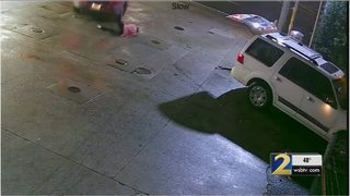 Mother dragged by car after suspects grabbed her purse [VIDEO]