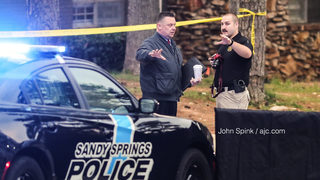 Police shoot and kill knife-wielding man at apartment complex