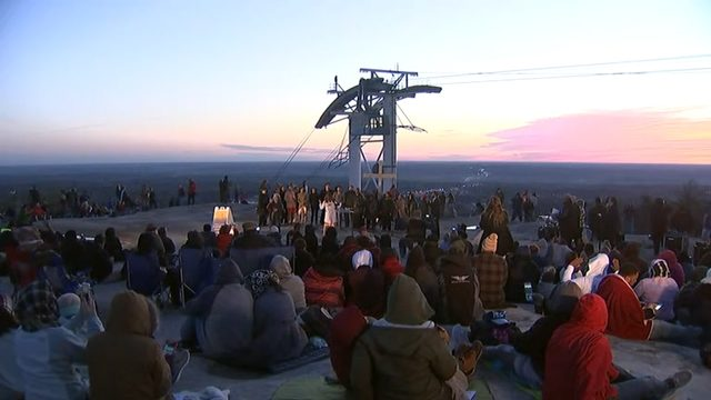 Hundreds prepare for sunrise service at Stone Mountain
