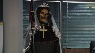 DRUG CARTELS WORSHIP SANTA MUERTE: Drug cartels worship