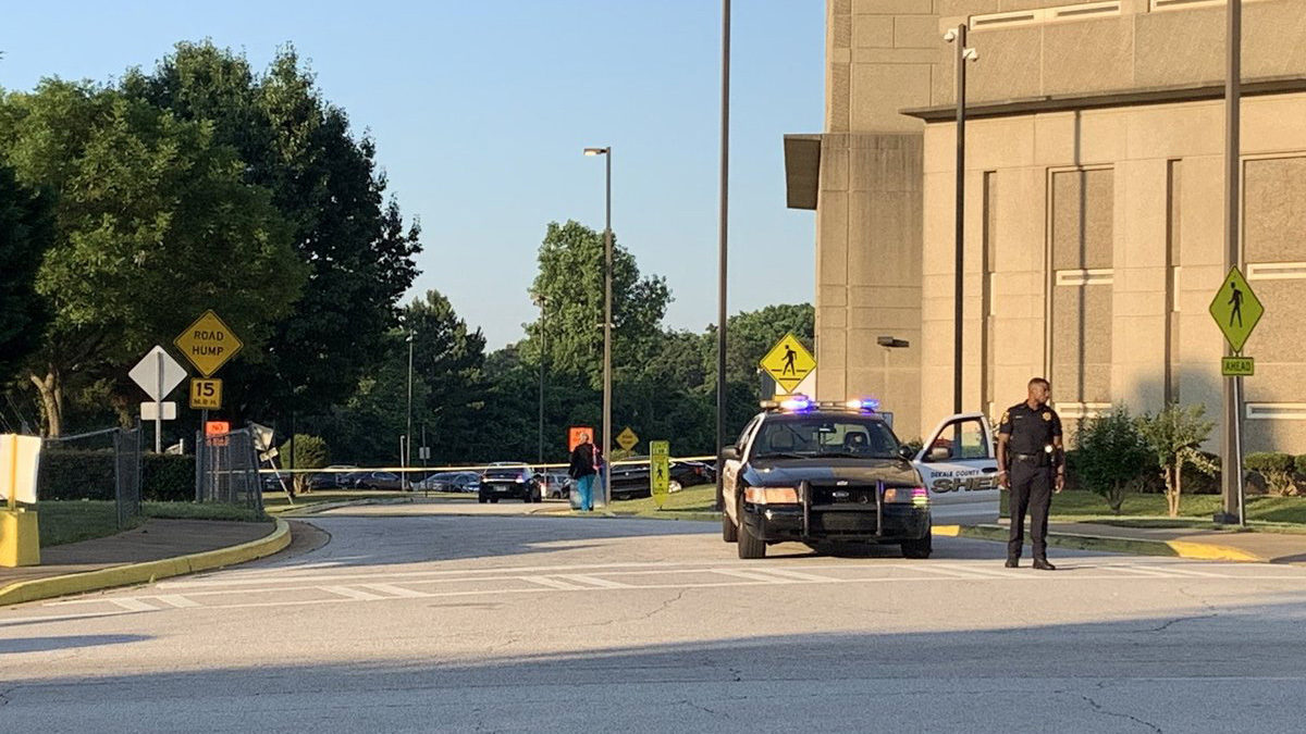 MAN CONFESSES TO MURDER AT JAIL: Police: Man shot, killed woman