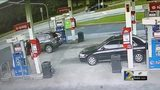 Woman chases man who stole her purse at gas station (VIDEO)