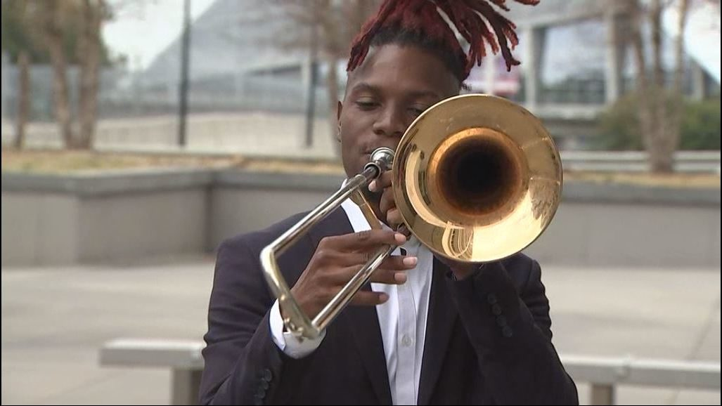 Street musician suing police, MARTA for harassment