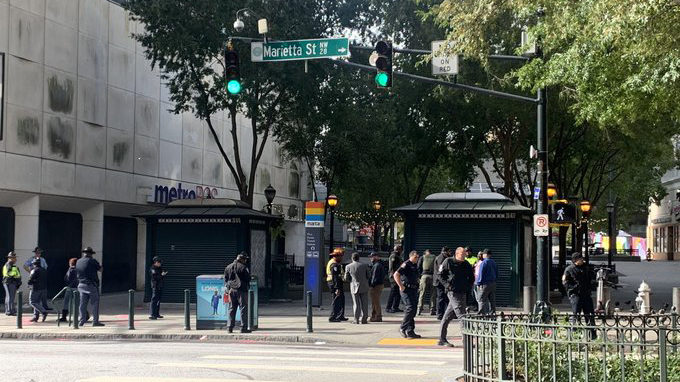 Busy downtown Atlanta street shutdown, building evacuated due to suspicious package