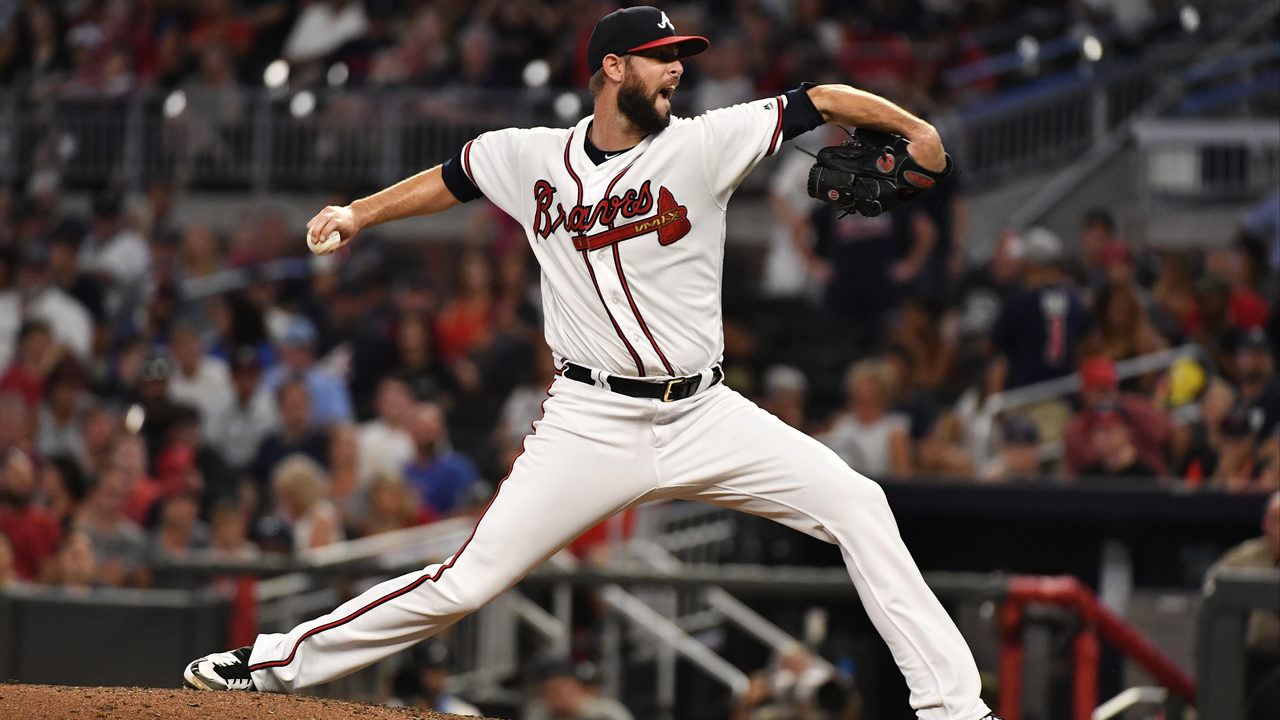 Braves re-sign reliever Chris Martin to 2-year deal
